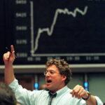 Borsa, in attesa della Bce l'Europa accelera al ribasso