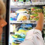 Istat: in calo i consumi, si taglia anche sui generi alimentari adesso