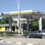 La benzina cala, le vendite delle auto pure